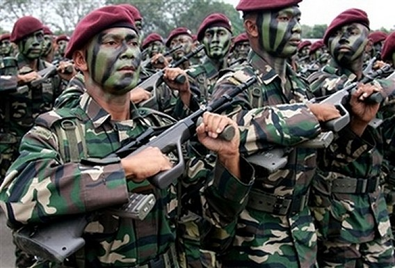 Malaysian_soldier_army_day_celebration_news_010307_001.jpg
