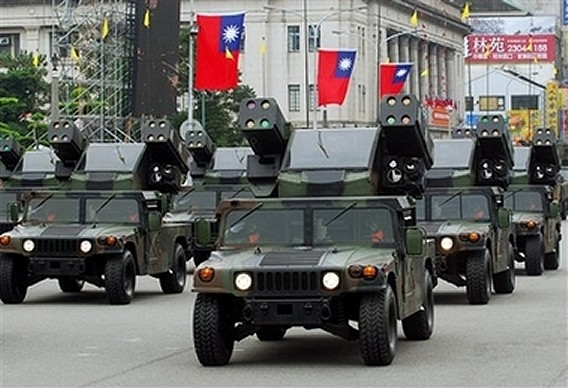 http://www.armyrecognition.com/Asie/Taiwan/Exhibition/Military_parade_Republic_of_China_National_Day_Taiwan/Humvee_Avenger_Tawainese_army_news_10102007_001.jpg