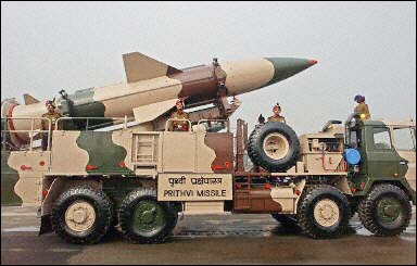 http://www.armyrecognition.com/News/january_2004/images/Prithvi_missile_india_01.jpg