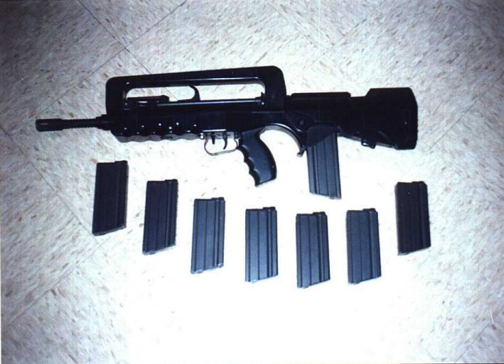 Famas Black Ops. Different weapons in the first class And aug vs famas nov