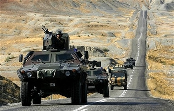 Armée Britannique/British Armed Forces - Page 4 Cobra_Otokar_Turkish_army_wheeled_armoured_vehicle_26022008_news_003
