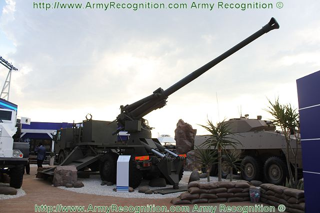 Denel Land Systems presents at AAD 2012 its truck-mounted gun howitzer 155m T5-45/52 with the nickname Condor. The system was developped for the Indian market after a request for a new wheeled self-propelled howitzer.