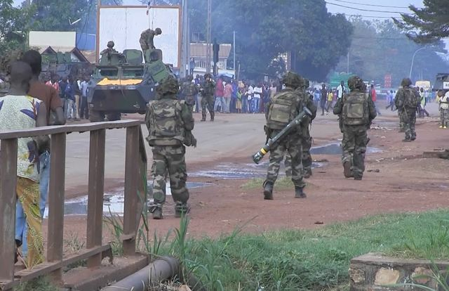 French contingent in the CAR (Central African Republic), its former colony, had reached its full strength of 1,200 troops on Saturday, December 7, 2013, and was deployed to the north and west of the country to secure main roads and towns outside the capital, military officials said.