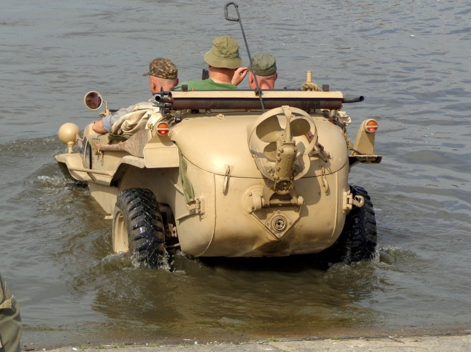 New fast amphibious 4x4 vehicle to equip Chinese special forces 2