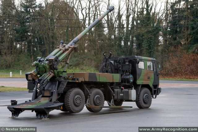 The Indian Army is on the process to modernize its artillery units with new towed gun and self-propelled howitzer. At Defexpo 2014, the French Company Nexter Systems unveils for the first time, its combat proven CAESAR 155 mm/52 calibre gun mounted on a Ashok Leyland 6x6 military truck chassis.