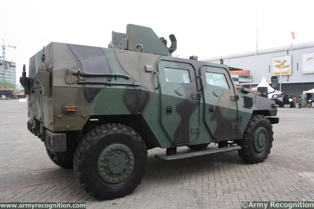 IndoDefence 2014, which is held at Jakarta from 5 to 8 November, has been chosen by Pindad to highlight a new light armored tactical vehicle focused on recon missions, the Komodo Recon. The Komodo is a specific armored vehicle that enables ground troops to conduct operations that requires high maneuverability.