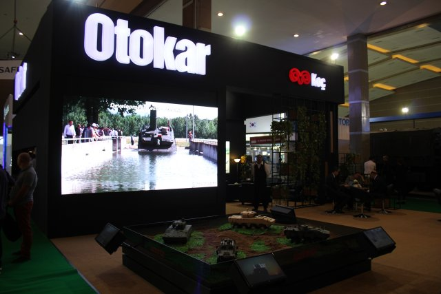 The Turkish manufacturer Otokar presents its  land systems t Indodefence 2016 001