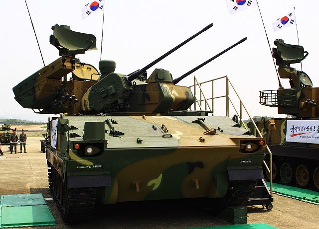 مدرعة صواريخ قصبة الأمنيون  Bi-Ho_with_missile_Shingung_twin_30mm_self-propelled_anti-aircraft_gun_system_South_Korea_Korean_army_640_001