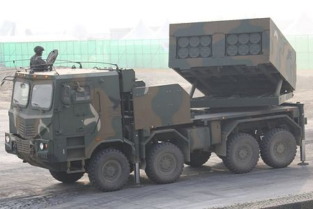Chunmoo K MLRS K239 mult caliber launch rocket system South Korea Korean army defense industry left side view 001