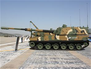 K9 thunder self propelled howitzer 155 MM left side