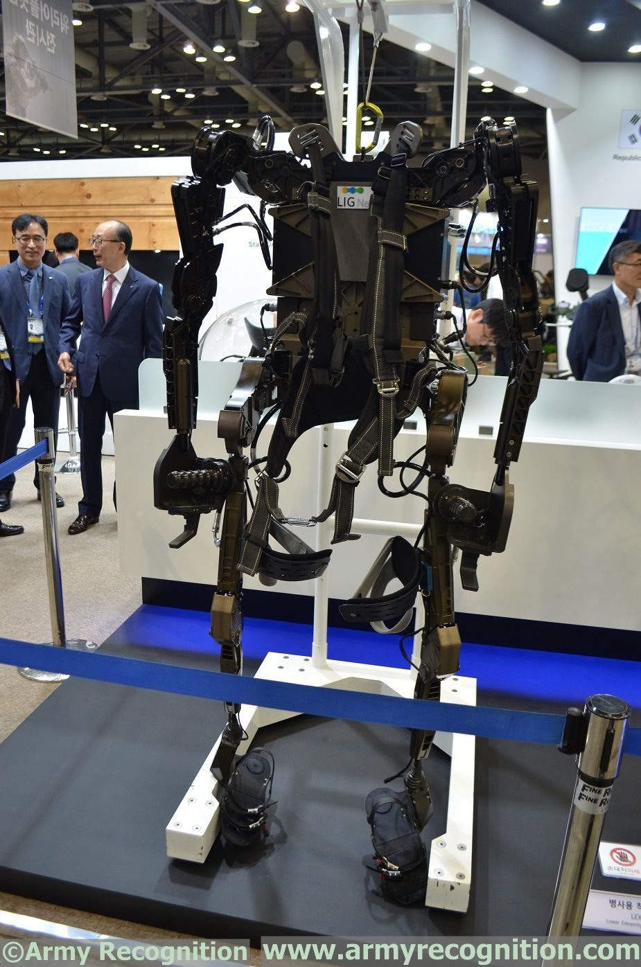 DX Korea 2018 LIG Nex1 LEXO Lower Extremity Exoskeleton for Soldiers 2