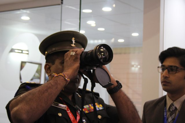 Pakistani Shibli presents its Skua-LR thermal binocular at IDEAS 2016 002