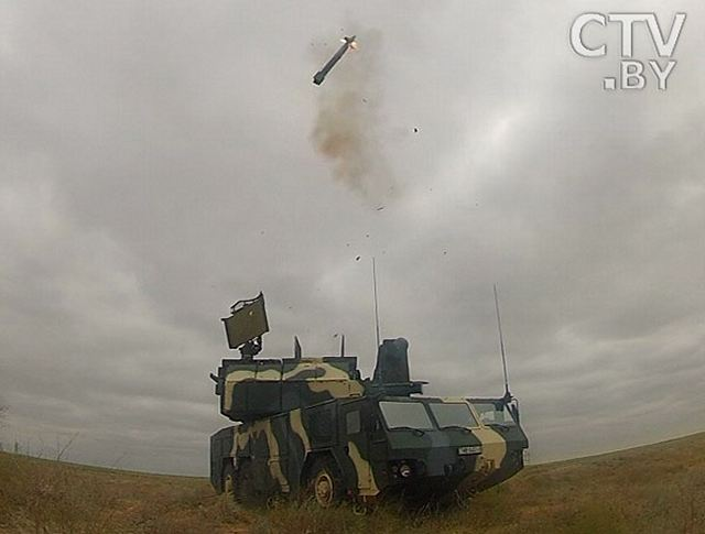 The Belarusian Armed Forces tested its air defense missile system Tor-M2. It was the first time that a Tor-M2 system has been tested in Belarus, Belarusian Defense Ministry said. During a tactical exercise involving units of the 120th Air Defense Missile Brigade of the Western Tactical Command of the Belarusian Air Force and Air Defense in Gomel Oblast, the third air defense missile battery Tor-M2 performed live firing.