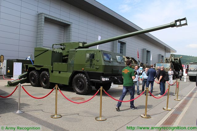 EVA 155mm 6x6 self-propelled howitzer IDET 2015 International Exhibition Defence Security Technologies 001