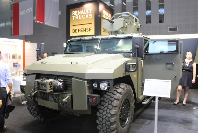 At IDET 2017, Renault Trucks Defense presents its capabilities and solutions for the wheeled armored vehicles needs of the Czech Army. As such, the French company is showcasing its Sherpa Light Scout 4x4 tactical armoured vehicle and its Bastion HM light armoured infantry carrier vehicle.