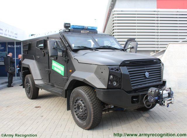 MSPO 201 Plasan presents the SZOP 4x4 armored vehicle selected by the Polish Military Police 640 001