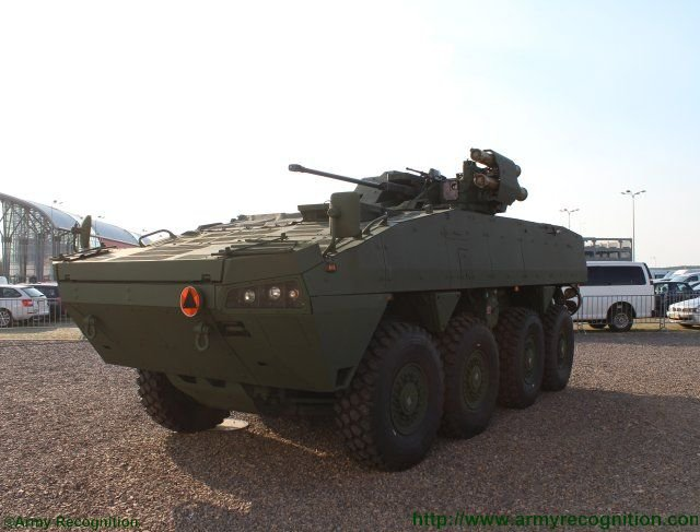The Scipio project Rosomak and EVPU introduce jointly made armored vehicle at MSPO 2015 640 002