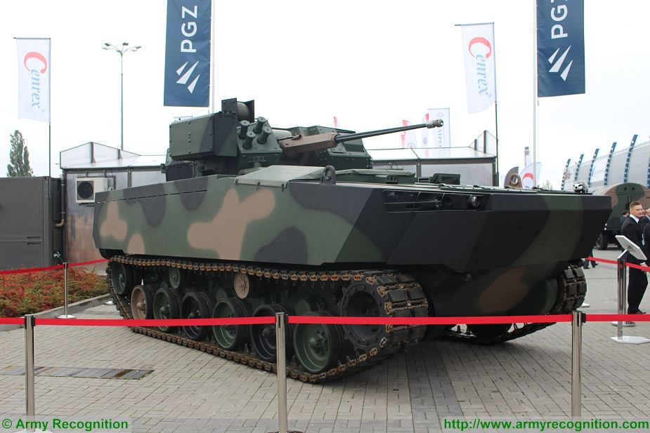 Borsuk Badger amphibious IFV HSW MSPO 2017 defense exhibition Kielce Poland 925 001