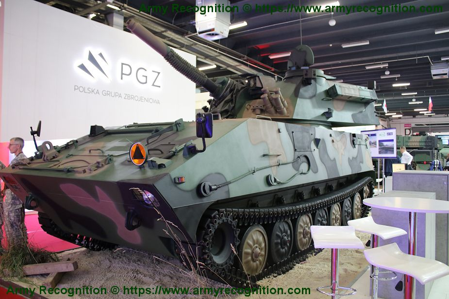 HSW RAK 120mm mortar system mounted on tracked chassis MSPO 2019 defense exhibition Poland 925 001