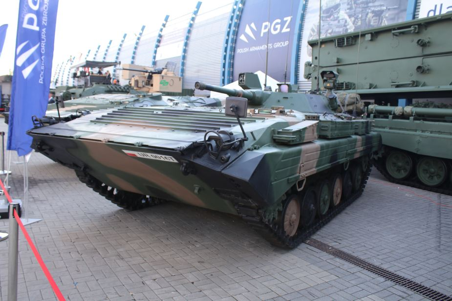 MSPO 2019 Modified BWR 1D Reconnaissance combat vehicle 925 001