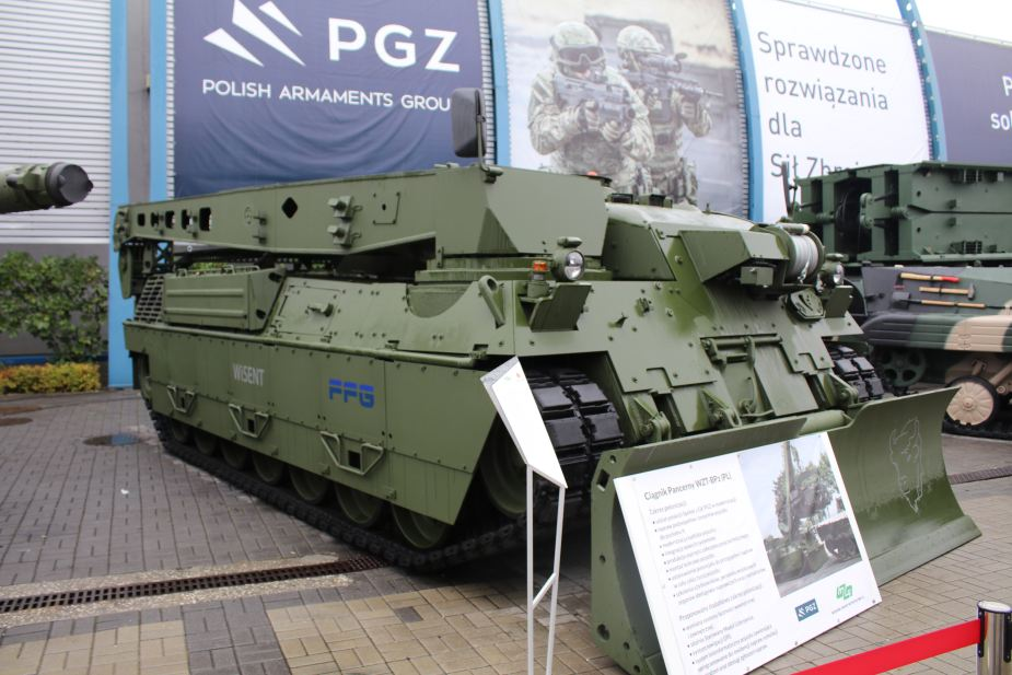 MSPO 2019 Mordernized Bergepanzer 2 armored recovery vehicle 925 001