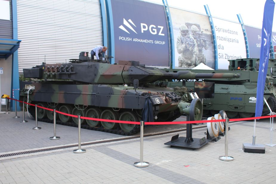 MSPO 2019 WZM SA and Poznan SA modifications and support for Leopards 2A5 925 001