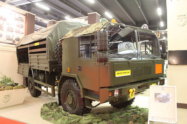442-32 Jelcz 4x4 medium load high mobility military truck Poland Polish army defense industry 640 001