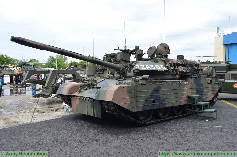 45629a6527b4 Romanian army armored and combat vehicles at BSDA 2018 defense exhibition TR  85M1 MBT 925 001