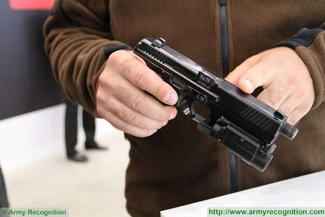 At Army 2016, Kalashnikov unveils its new semi-automatic pistol PL-15. It is a 9mm pistol with a weight of less than 1 kg and a frame made in aluminum.