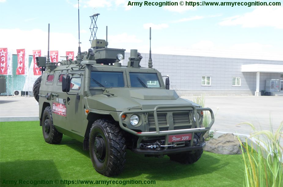 New RKhM 8 wheeled CBRN reconnaissance armored vehicle Army 2019 defense exhibition Russia 925 001