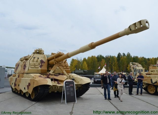 Advanced 2S19M2 self propelled howitzer highlighted at Russian Arms Expo 2015 640 001