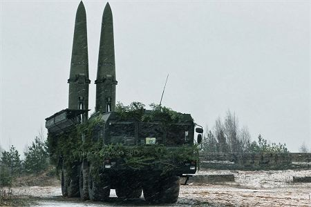 Iskander SS 26 Stone tactical missile system Russia Russian army front view 450 001