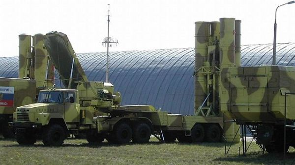 http://www.armyrecognition.com/images/stories/east_europe/russia/missile_vehicle/s-300_pmu/5p85te_s-300_pmu_air_defense_system_surface_to_air_missile_Russia_Russian_army_600.jpg