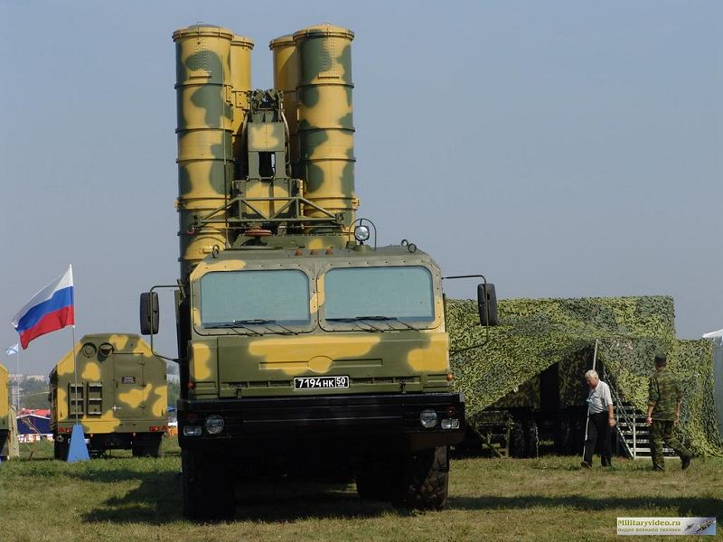 S-400_surface_to_air_missile_wheeled_arm