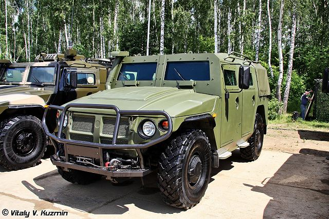 Experts from the Russian Defence Industry Arzamas Engineering Plant have unveiled their brand-new Tigr-6A light armored truck and BTR-82-A armored personnel carrier.