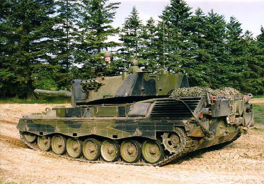 Leopard 1A5 main battle tank heavy tracked armoured vehicle