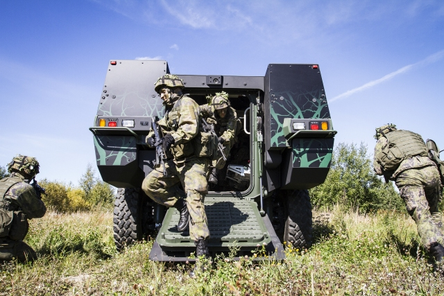 Patria_8x8_wheeled_armoured_vehicle_concept_DSEI_2013_Finland_finnish_defense_industry_military_technology_005.jpg