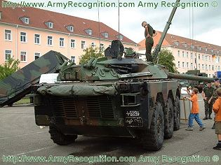 AMX-10RC reconnaissance anti-tank wheeled armoured vehicle technical data sheet information description intelligence identification pictures photos images France French Army Nexter defence industry military technology