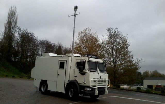 MIDS command post armoured truck police security forces Renault Trucks Defense France defense industry 640 001