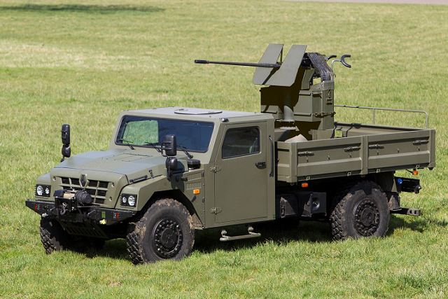 renault trucks defense presents 4x4 sherpa special forces light carrier armed with 20mm gun 1804135. Black Bedroom Furniture Sets. Home Design Ideas