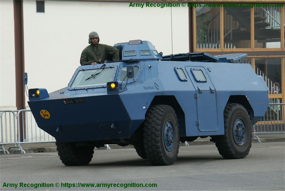 VXB 170 Berliet Renault 4x4 APC wheeled armored vehicle personnel carrier France French army gendarmerie 925 001