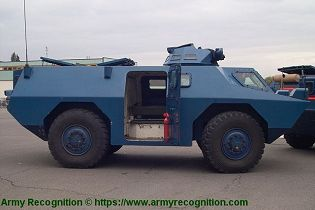 VXB 170 Berliet Renault 4x4 APC wheeled armored vehicle personnel carrier France right side view 001