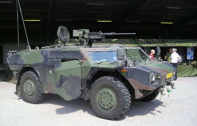 الحرب البرية  : عربات الاستكشاف والاستطلاع  Fennek_Krauss-Maffei_Wegmann_wheeled_armoured_vehicle_Dutch_army_Netherlands_640