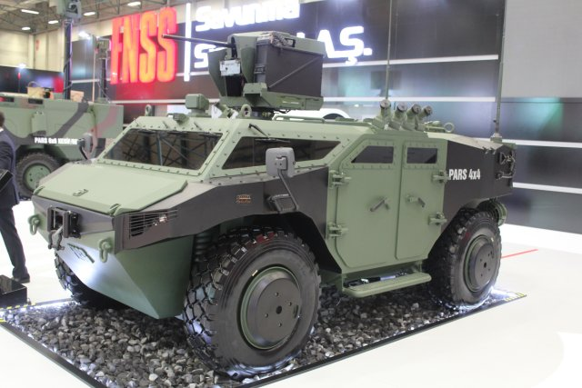 A new 4x4 vehicle of the PARS familiy unveiled for the first time by FNSS at IDEF 2015 exhibition 640 001