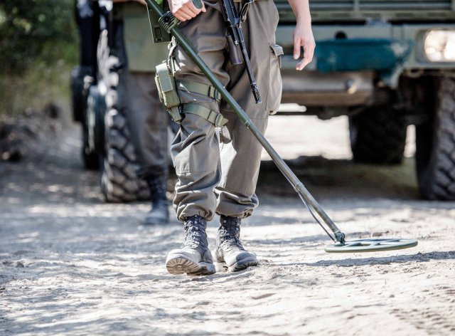 DSEI 2015 Schiebel introduces its new COMID Compact Mine Detector 640 001