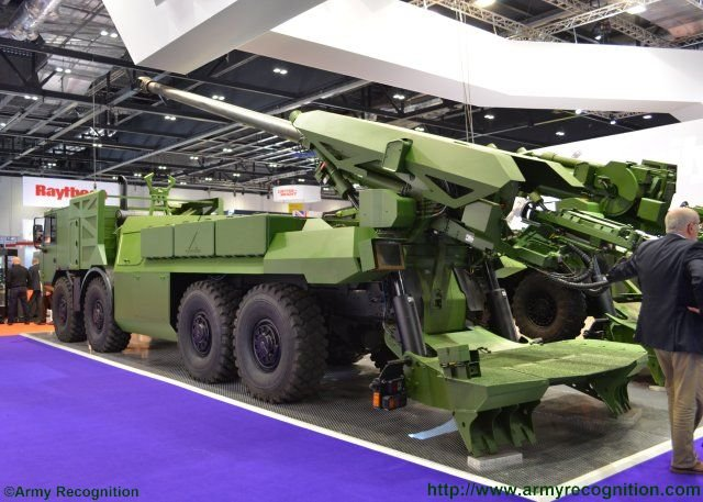 DSEI 2015 Nexter s brand new 8x8 Caesar self propelled howitzer starring in London 640 002