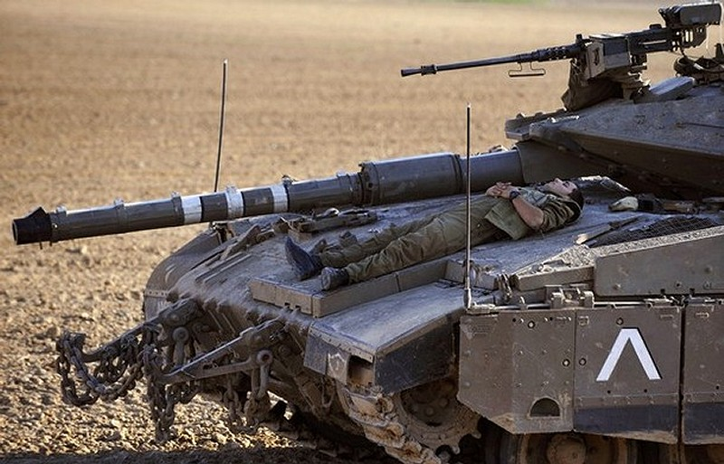 http://www.armyrecognition.com/images/stories/middle_east/israel/main_battle_tank/merkava_4/pictures/Merkava_4_main_battle_tank_Israeli_Army_Israel_001.jpg