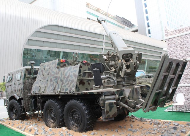 Military Industry Corporation s Khalifa 1 self propelled howitzer displayed for the first time at IDEX 002
