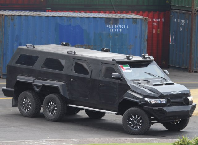 A new big one from Streit Group unveiled at IDEX 2015: the Hunter 6x6
