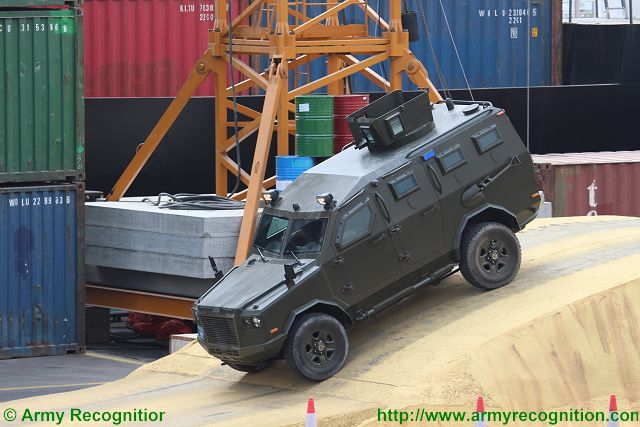 Jaws IAG 4x4 APC armoured IDEX 2015 defense exhibtion Abu Dhabi UAE 640 001
